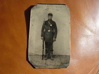 CIVIL WAR PHOTO ARMED FEDERAL SOLDIER
