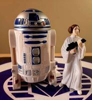 STAR WARS LUCAS FILMS 1996 R2-D2 & PRINCESS LEIA ACTION FIGURES