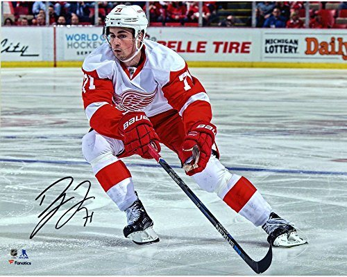 huge selection of 386ad fdd28 Dylan Larkin Detroit Red Wings Autographed 8