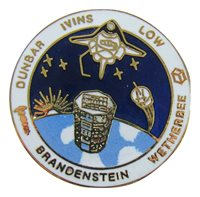 PIN Winco OFFICIAL NASA Space Shuttle STS-31 DISCOVERY vtg Cloisonne enamel